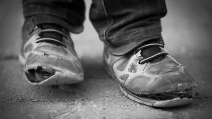 poverty-shoes*1200xx3870-2177-0-199