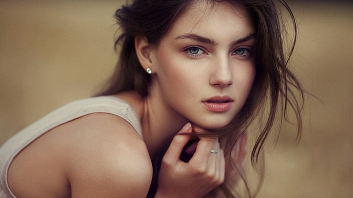 vika_levina_brunette_green-eyed_charm_36284_1920x1080